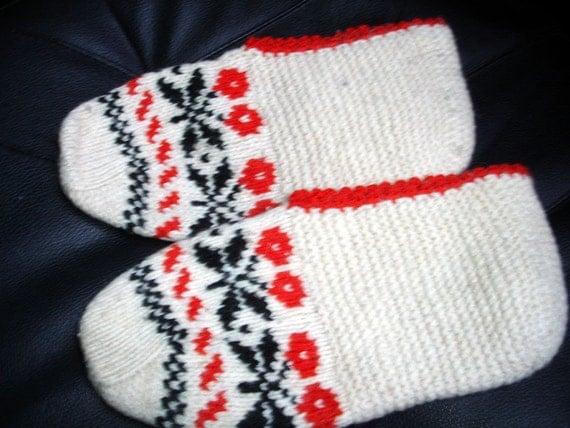 Booties with nordic flower pattern - ready to ship