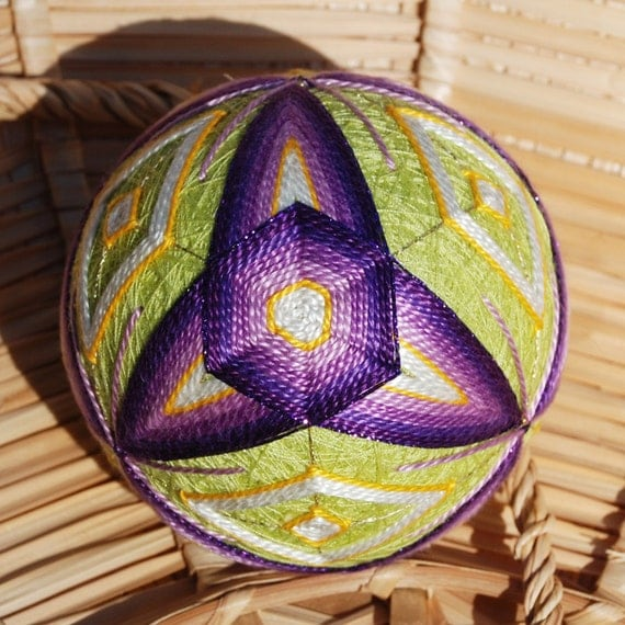 Iris Triwing home decor embroidered temari