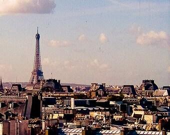 Paris Le Tour Eiffel (A photographic print of the Eiffel Tower)