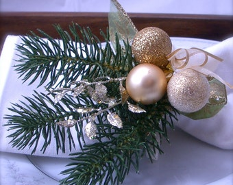 Christmas Fir Napkin Ring with Gold Ornaments