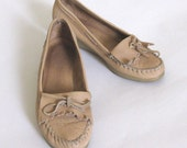 sweet vintage 1980s wedge heeled moccasins  size 10