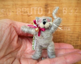 Kitten Pin of Wool Wrap/Needle Felted