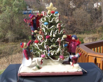 """Christmas in the Country Felted Wool Christmas Scene 25"""" x 20"""" Lighted"""