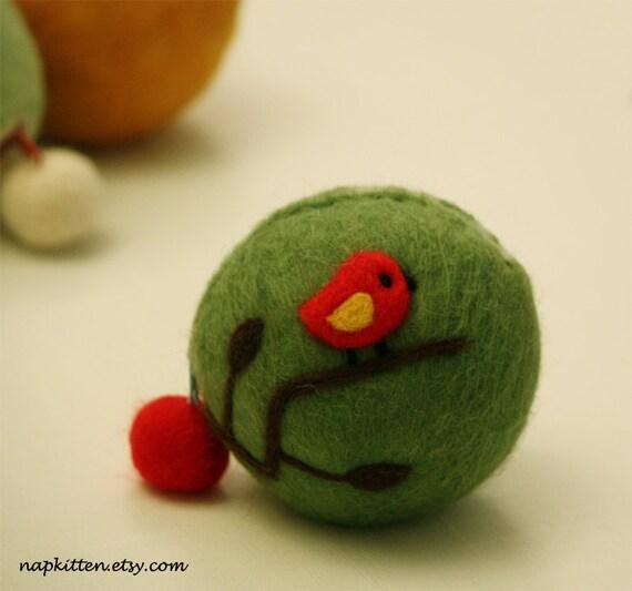 Wool coin purse -- little bird on a branch( green)
