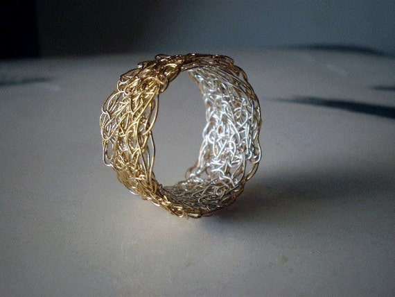 Lace in gold and silver, crochet ring