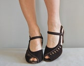 sale /// vintage 1940s Chocolate peeptoe heels