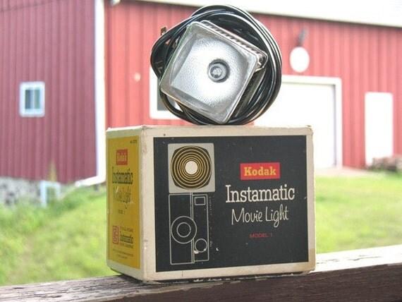 60s Kodak Instamatic Movie Light in original box, works great. 375W VERY Bright