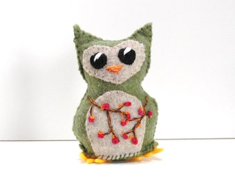 Sale- felt owl- wee feltie owlet in mossy green with bright orange berries, Ready to ship