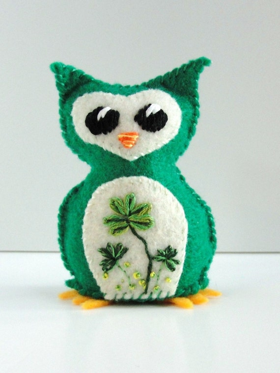 Sale- felt owl- wee feltie owlet in emerald green with shamrocks good luck owl, Ready to ship