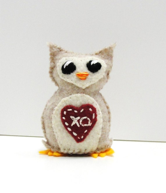 """Sale- felt owl - wee owlet in heathered oatmeal with deep red heart """"xo"""", Clearance, Ready to ship"""