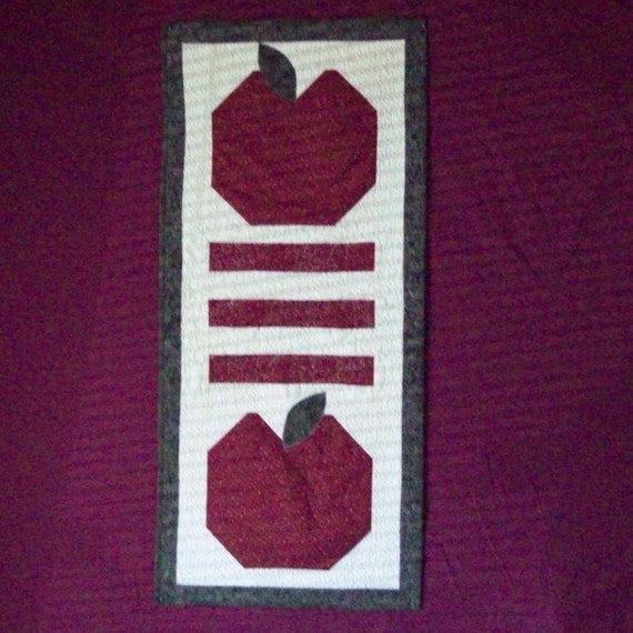 Quilted Apple WallHanging for Kelly