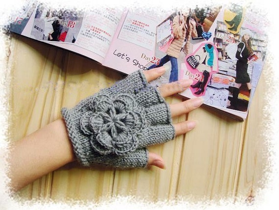 Gray fingerless wool gloves with beautiful flowers