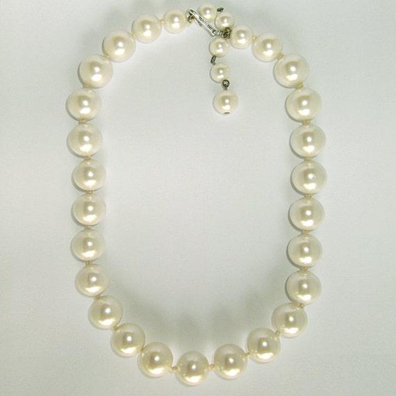 Vintage large faux pearl necklace