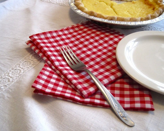 rustic gingham napkins set of 4 / red and white reusable table decor for pie and picnicking