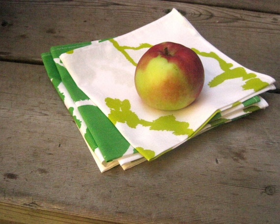 Marimekko napkins SET of 6 / kitchen food napkins in mixed apple green and white / eco friendly reusable picnic and table napkins (ONLY 1)