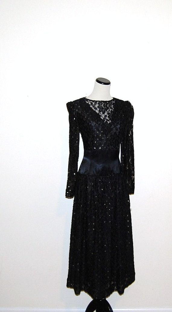 reserve luzkien.................................................................Vintage Dress Black Halston