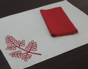 Berry Placemat , Linen Placemat Set of 4, Oatmeal Linen Red Berries Embroidery, Fabric Placemats, Holiday Table Linen, Table Top, Custom