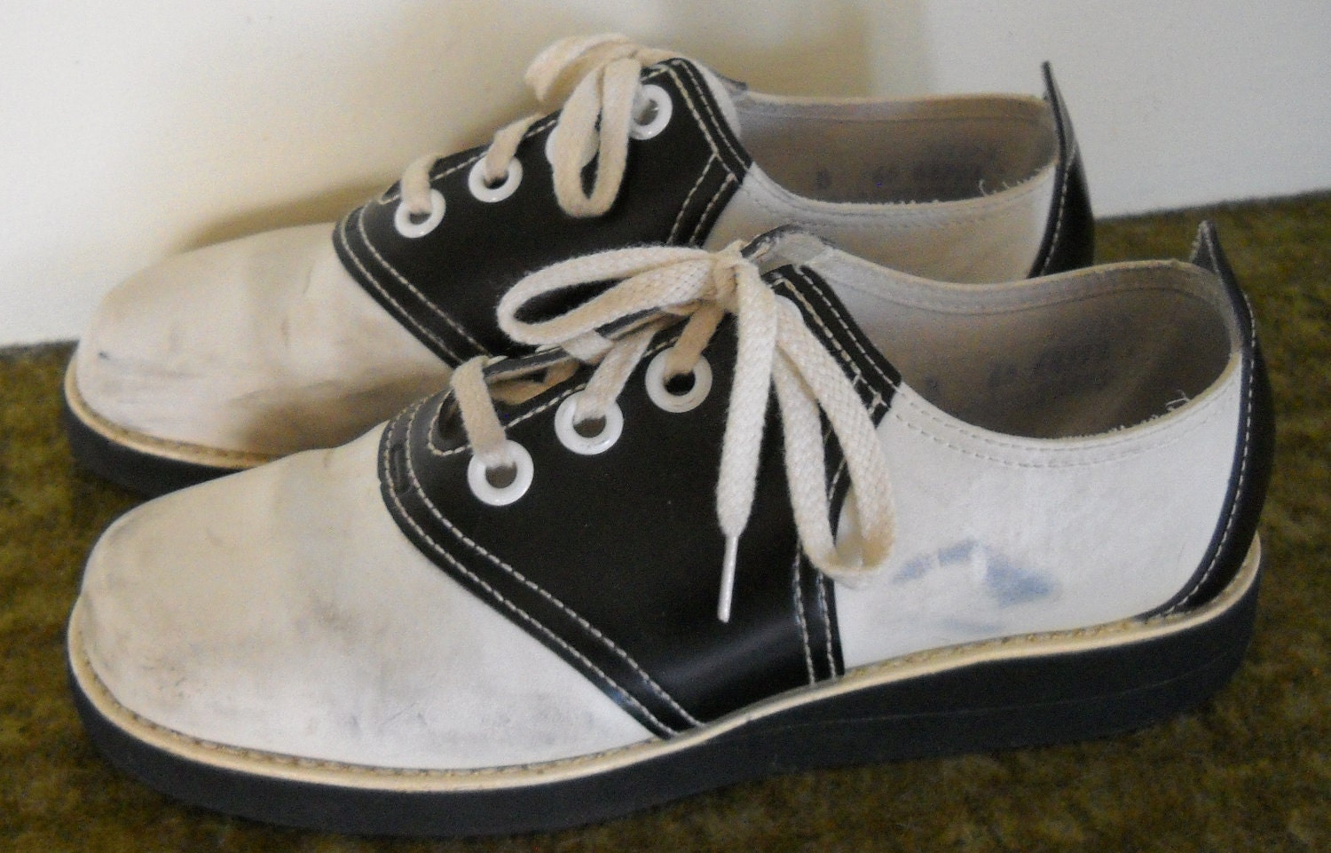 the lavernes 1960s black and white saddle shoes