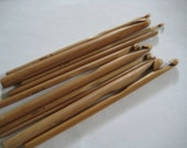 FromUSA 13 size bamboo crochet hooks 2.75-10.0mm (a complete set from US size C to N)Extremely NICE!!! or with silk case