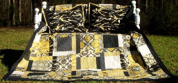 Queen Bed Quilt and Pillow Shams