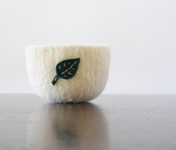 felted bowl -creamy white felt wool bowl with eco felt dark green leaf - summer home decor, ring holder, desk organizer