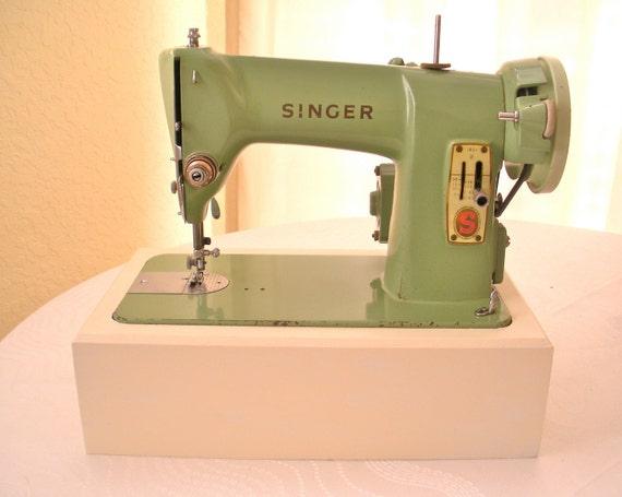 SALE / Vintage Green Singer Sewing Machine