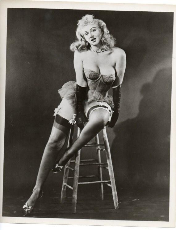 SEXY BURLESQUE QUEEN Photo 1950s