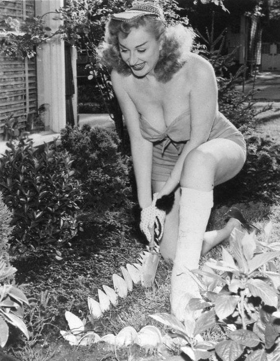 Vintage Photo BURLESQUE QUEEN Sexy Gardening