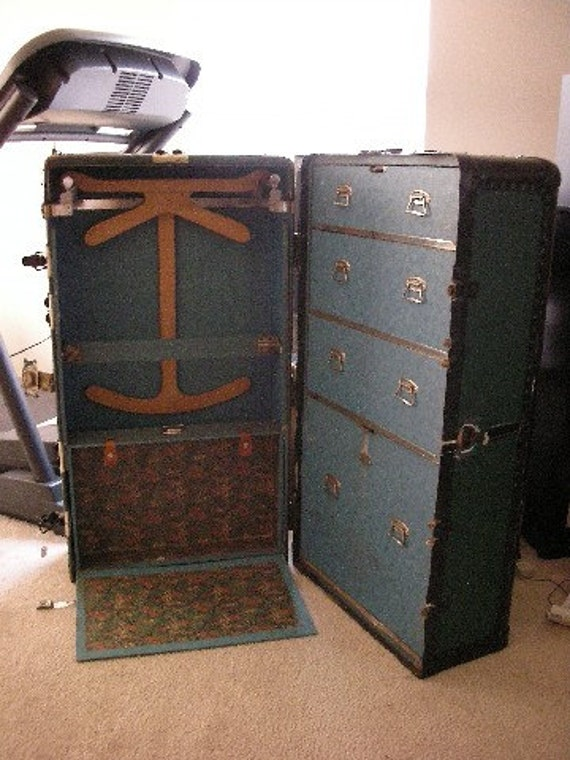 vintage trunk green and black 87960