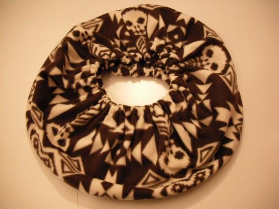 RaToob, Brown and White Aztec Skulls