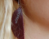 Feather-cut bubble 0 stamped leather earrings