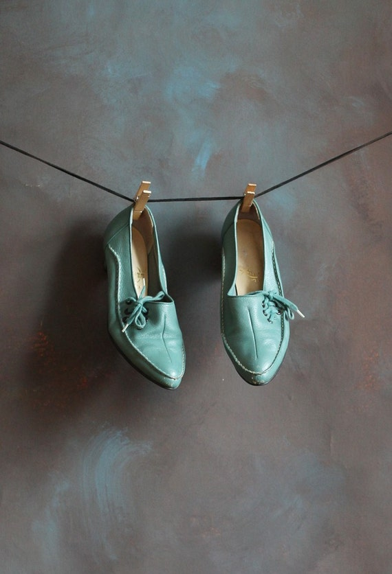 Women's Mint Teal Green Laced Leather Pumps, size 6