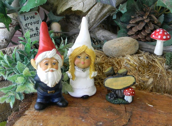 Kissing Gnomes Cake Topper