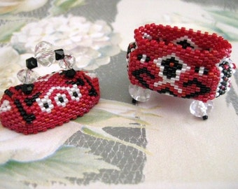 Tiny Beadwoven Treasure Box - Handmade Seed Bead Peyote Delica
