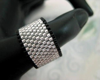 Peyote Ring / Beaded Ring in Black and Silver / Seed Bead Ring / Custom Ring / Beaded Band / Size 4, 5, 6, 7, 8, 9, 10, 11, 12, 13