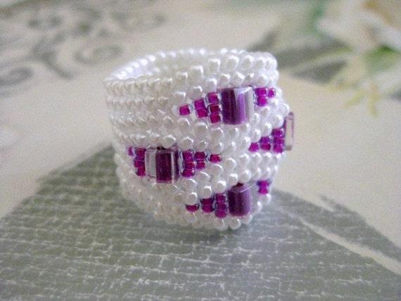Herringbone Ring in White and Fuschia Beaded Beadwoven Seed Bead Ring - Size 5, 6, 7, 8, 9, 10, 11, 12, 13