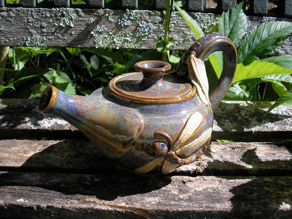 Dragonfly Teapot ,great detail, dragonfly sculpture, 28 oz. sculpture teapot