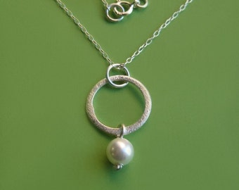 Simple Sterling Silver Circle and Swarovski Pearl Necklace