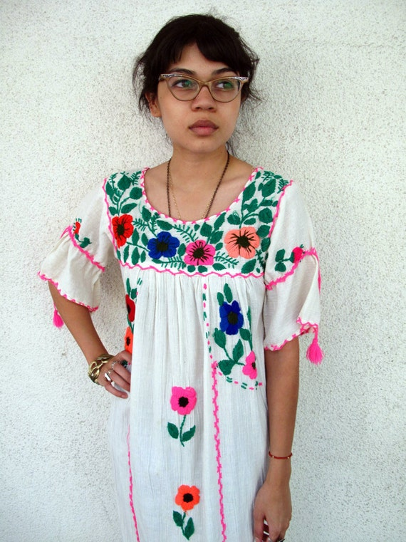 Vintage 70s Hippie Embroidered mexican dress