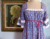 1960's Hawaiian Princess Dress - M