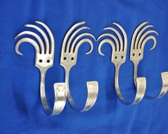 4 Vintage Wave Hooks