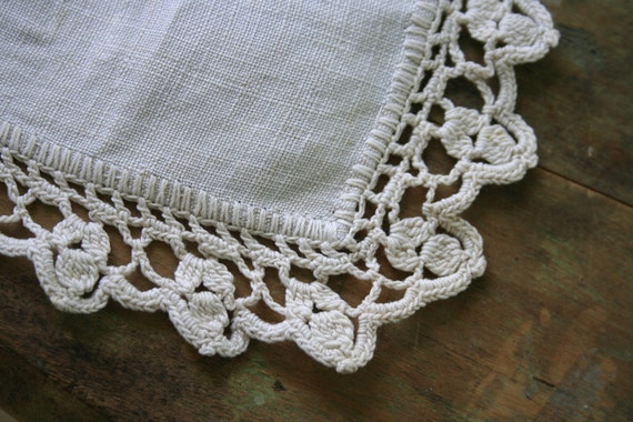 Vintage Linen and Lace DRESSER SCARF