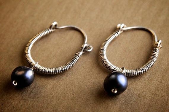 SALE 30% off marked price - Silver Hoop Earrings w/ Grey Pearl: Naiya