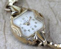 Mid Century Ladies Waltham 17 Jewel Watch - Manual Wind - Expansion Bracelet