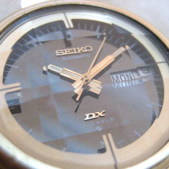 Vintage Gents Seiko DX Automatic Movement Model 6106-7689 circa 1970s - Rare and Collectible - Faceted Disco Ball Crystal
