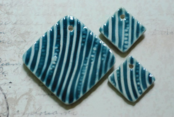 DeStash Sale Handmade Diamond Shaped Pendant Set With Cellular Lines Texture in Teal Watery Blue Glaze