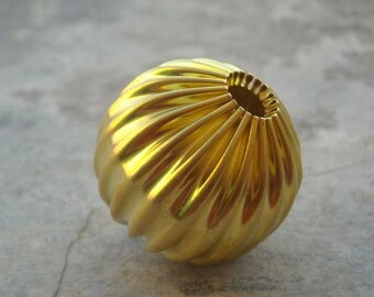 24mm Round beads - Vintage beads - brass beads - Corrugated beads - Yellow beads - 1 pc