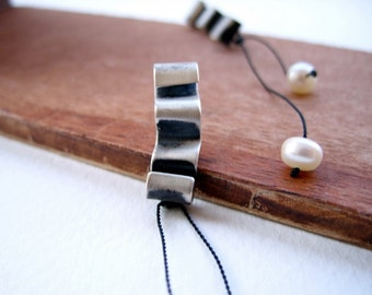 Ruffle , Earrings with pearl
