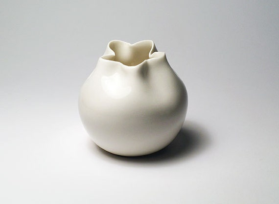 White Porcelain 'Coin Purse' Vase