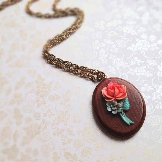 Vintage Oval Rose Necklace. Wood. Resin. Pink. Green. Long Necklace. Antique Gold Chain. Beauty & the Beast. Romantic. Gifts for Her. 1970s